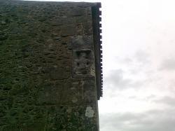 pierre tombale,ds mur d'église Chatel de Neuvre